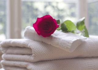 Handtücher, Massage, rosa, Entspannung, Gesichtsbehandlung, Parfümerie Ferrari
