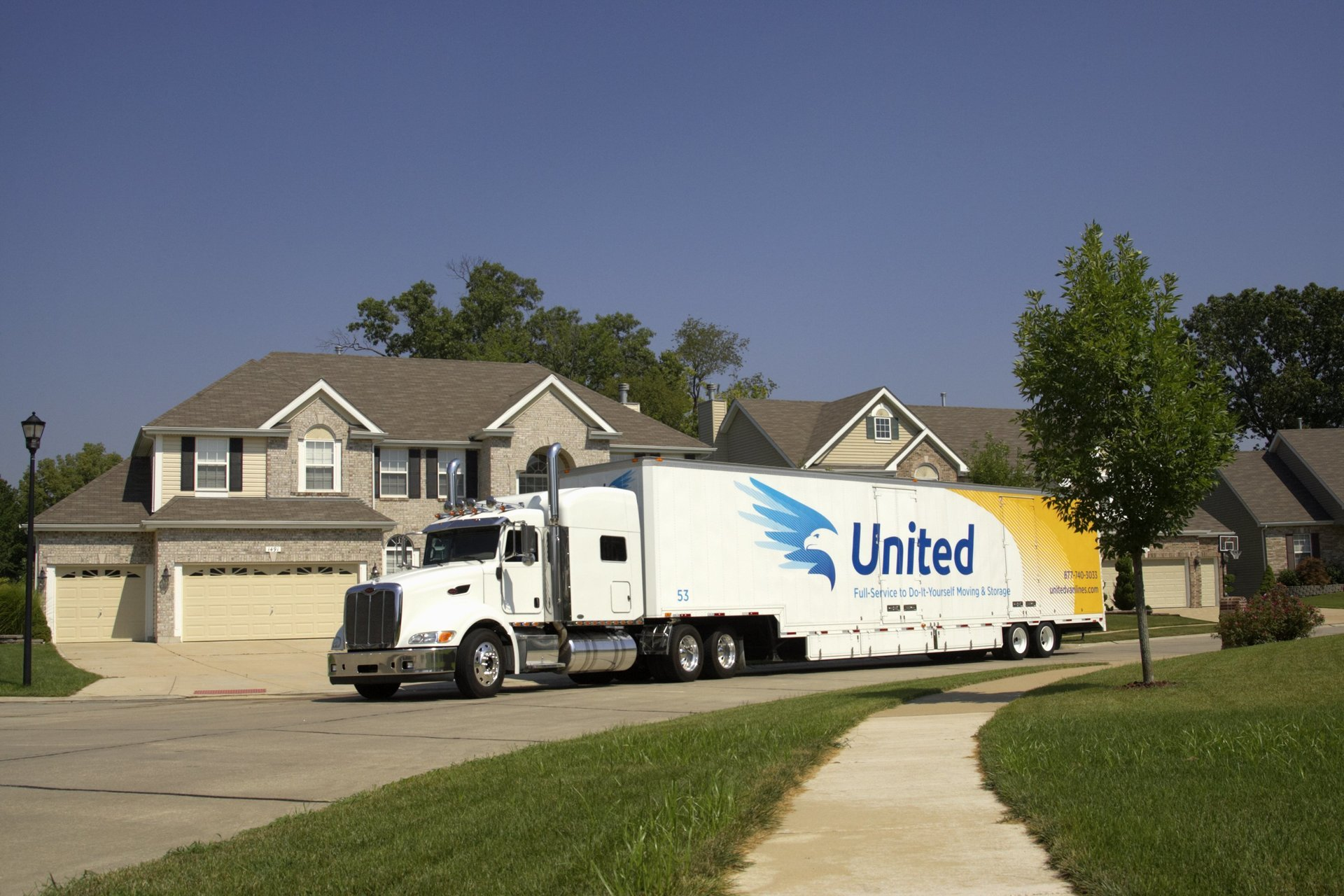 Movers with United truck & United Moving u0026 Storage | Premier Movers | Pacific Northwest Region