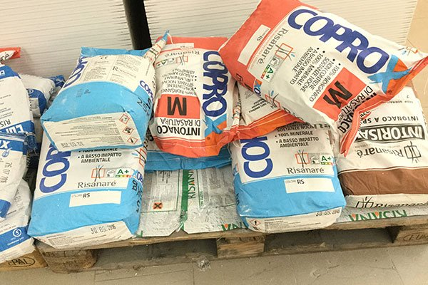 dei sacchi di cemento