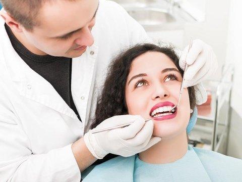Laserterapia dentistica Como