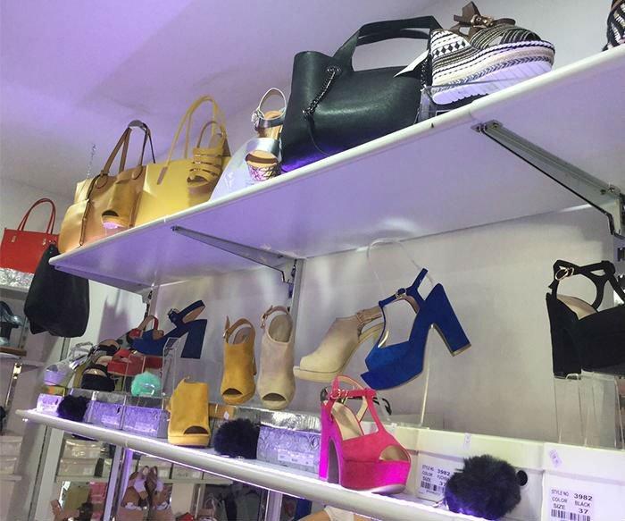 delle borse e delle scarpe da donna