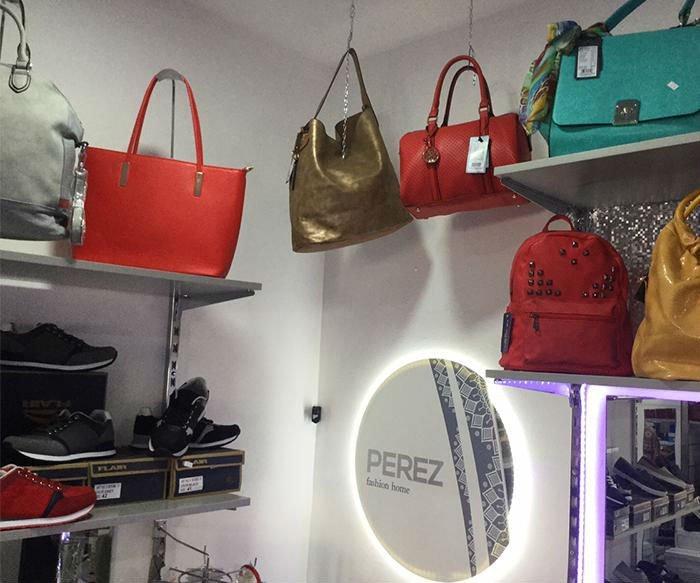 delle borse di diversi colori