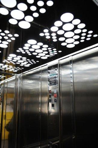 ascensore esterno metallo