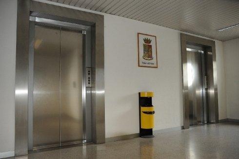 ascensore locale pubblico