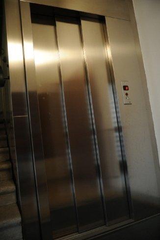 chiusura ascensore