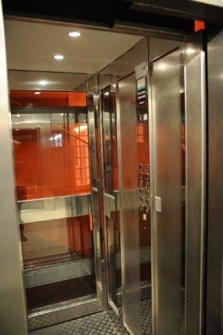 ascensore doppia apertura