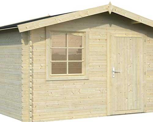 una casetta in legno chiaro