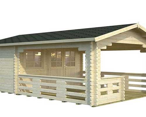 una casetta in legno con una veranda