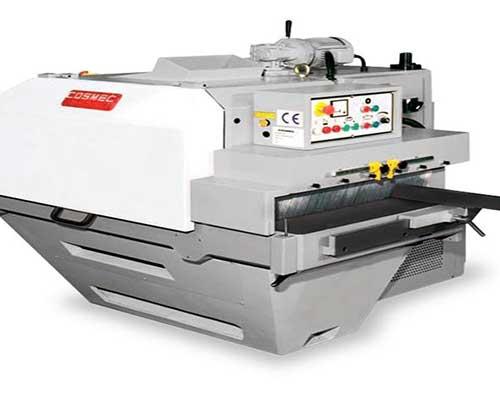 un macchinario automatico per legno della marca Cosmec