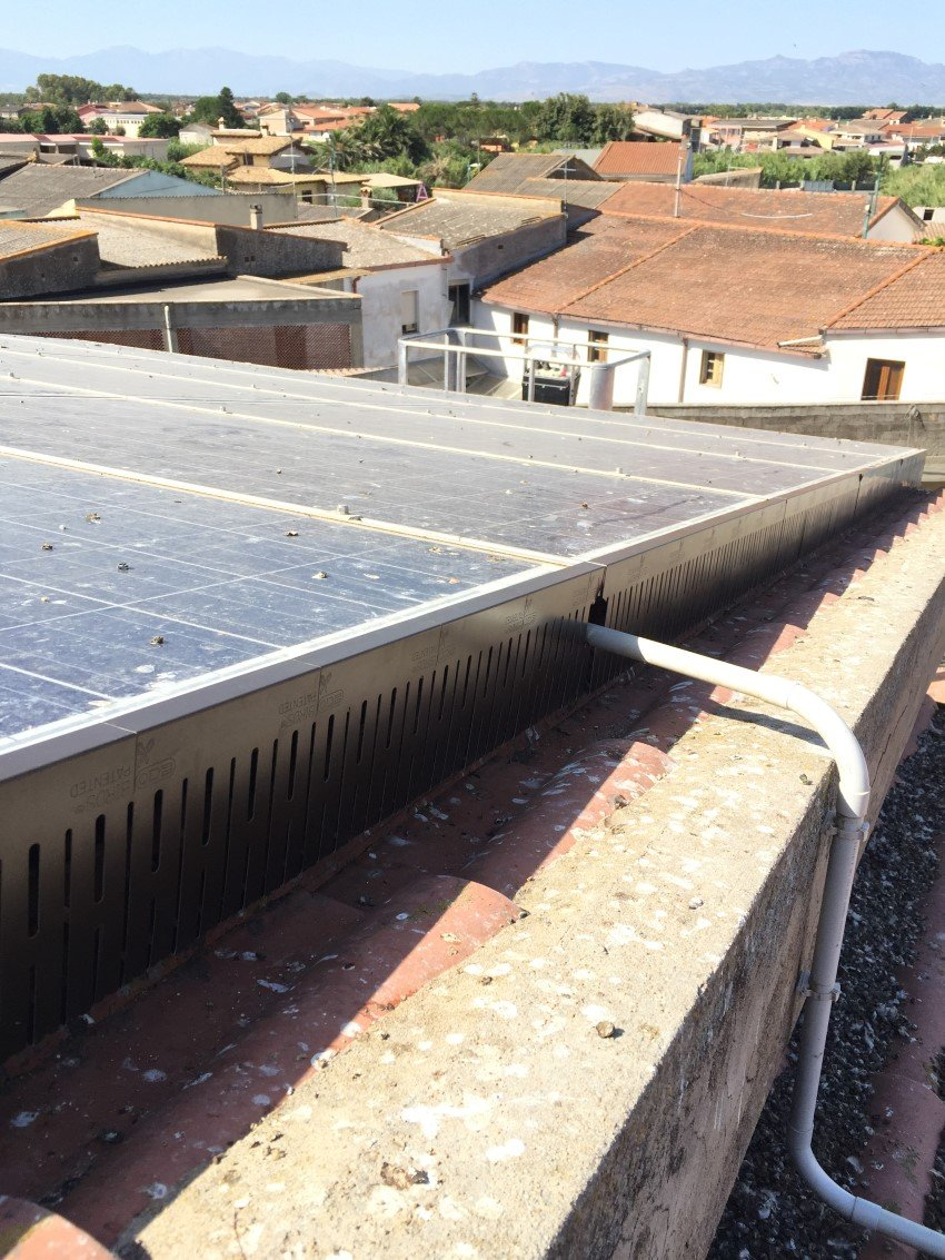protezione pannelli solari da piccioni e volatili su grondaia