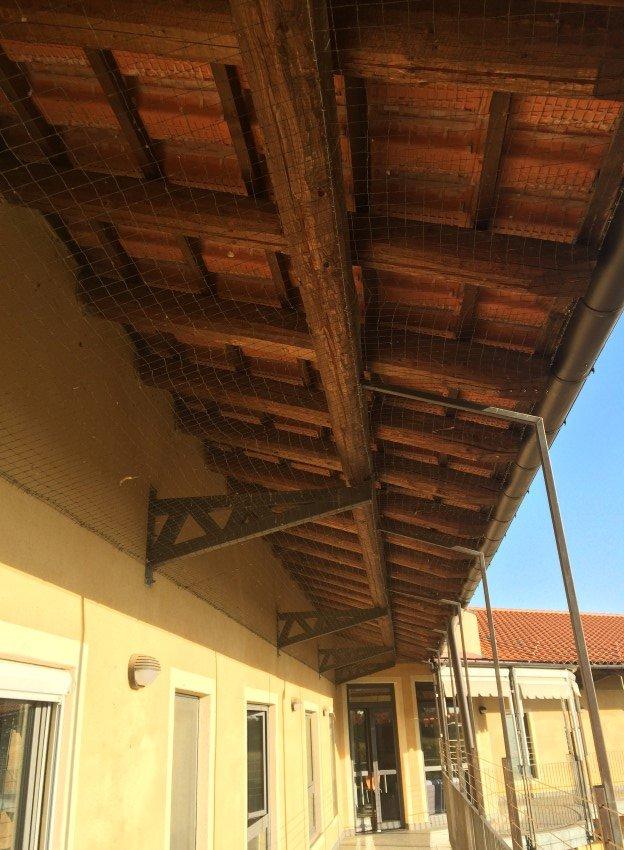 rete antintrusione per piccioni e volatili su tettoia esterna