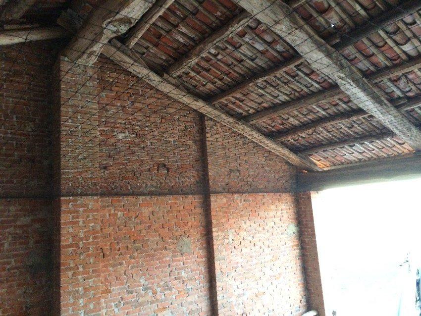 rete antintrusione per piccioni e volatili su tettoia stalla
