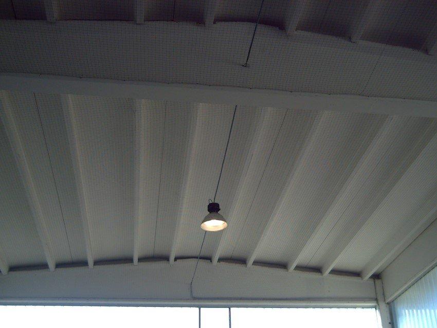 rete antintrusione per piccioni e volatili su tettoia in metallo