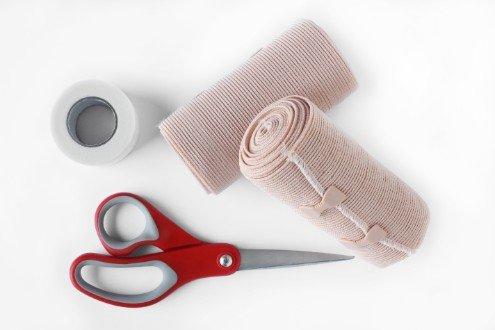 garza, cerotti e forbici mediche