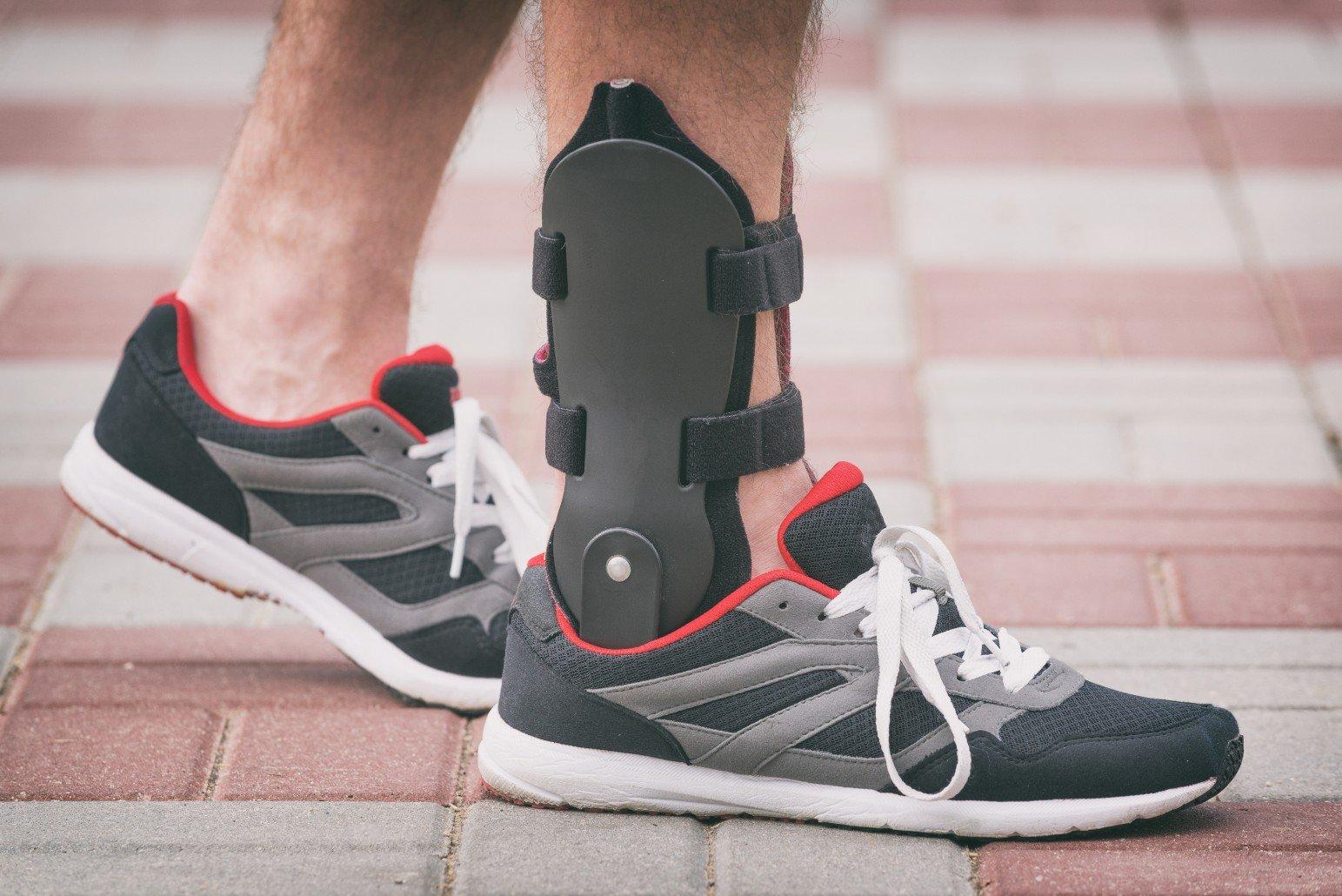piede paziente con tutore caviglia