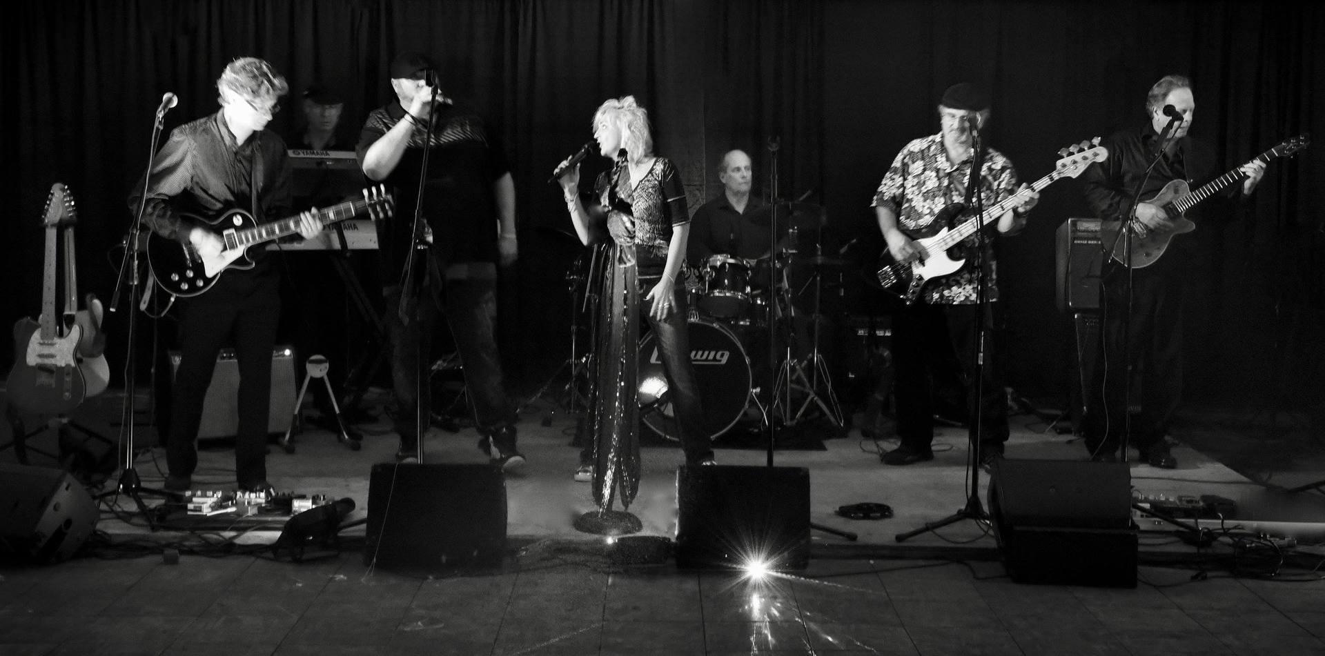 Triggering samples live band for wedding
