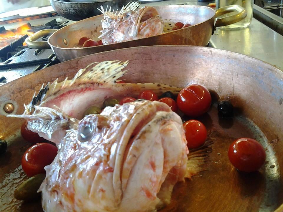 preparazione e cottura del pesce in cucina