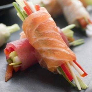 Carpaccio di pesce con verdura julienne