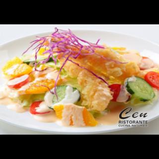 insalata mista con tempura di gamberi