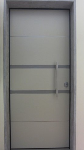 Portoncino blindato bicolore con inserti alluminio