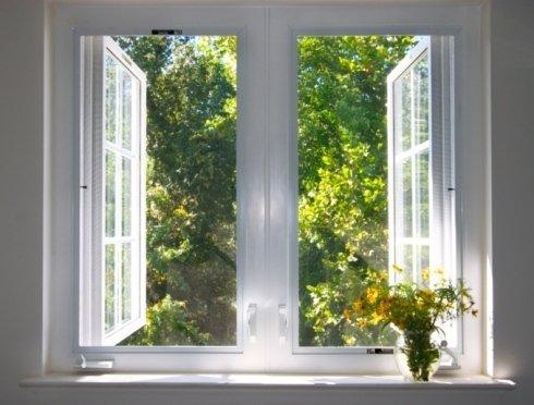 finestra bianca aperta