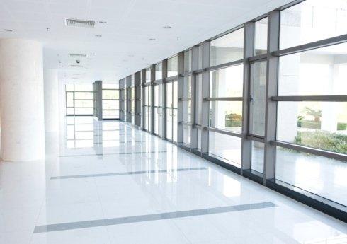 interno d'edificio con vetro