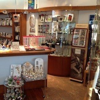 vetrina oggetti preziosi