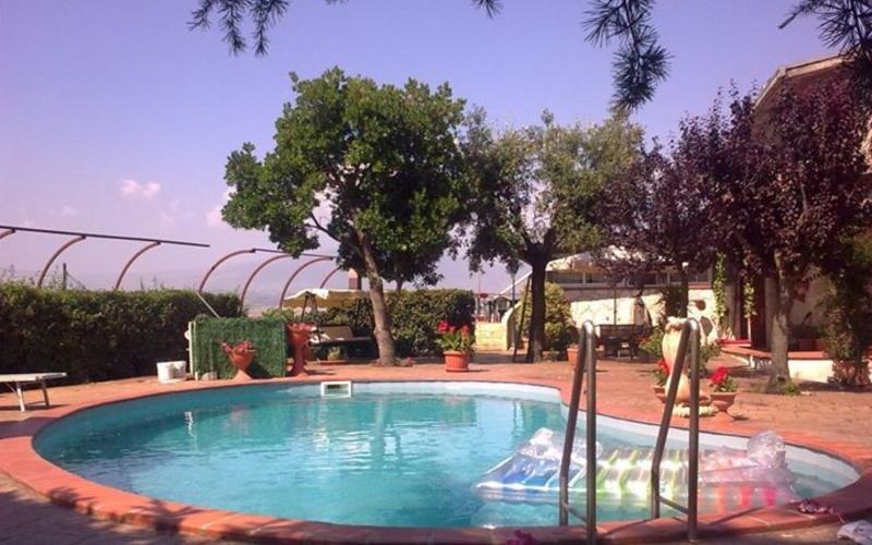 albergo con piscina roma