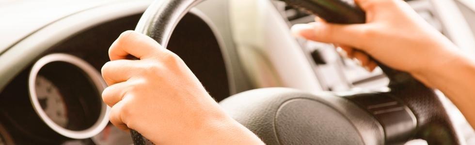 Ragazza che guida