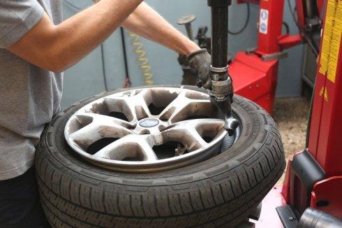 riparazione cerchi in lega, gomme, vendita pneumatici invernali