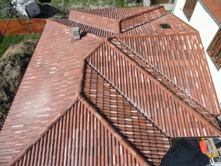 costruzione tetto in legno lamellare
