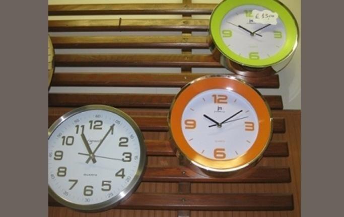orologi da parete vari colori