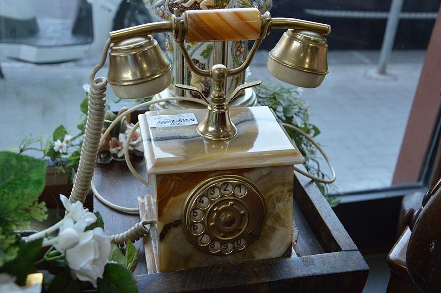 Telefono antico in marmo