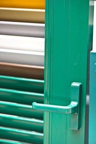 finestre in vari colori, realizzazione finestre su misura