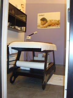 un lettino per massaggi