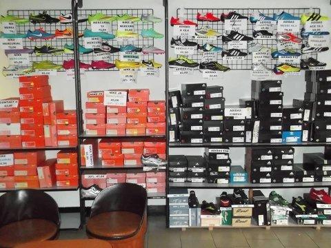 Negozio di scarpe da calcio