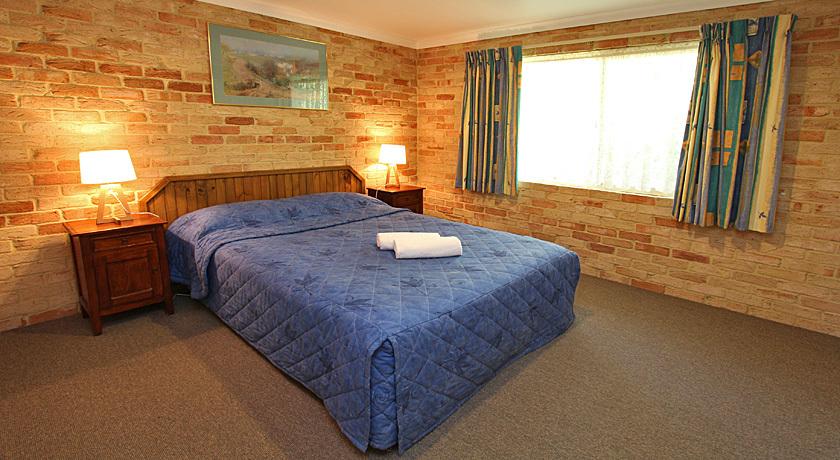 Villa bedroom - queen beds