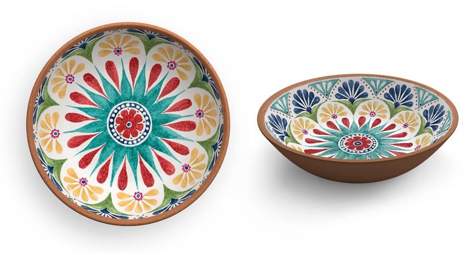 piatti in terracotta con decorazioni