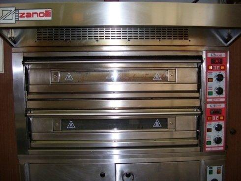 un forno di una pizzeria