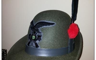 Vendita cappelli di alpini