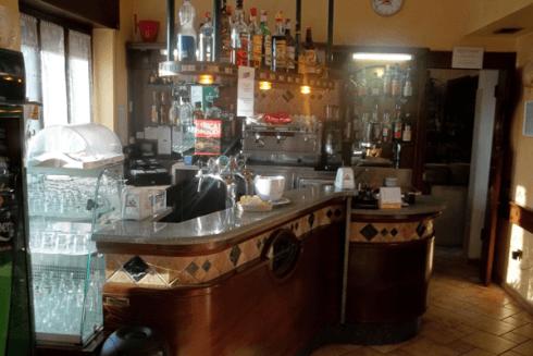Nel bar è possibile ordinare bibite fresche, caffè, cappuccini e molto altro.