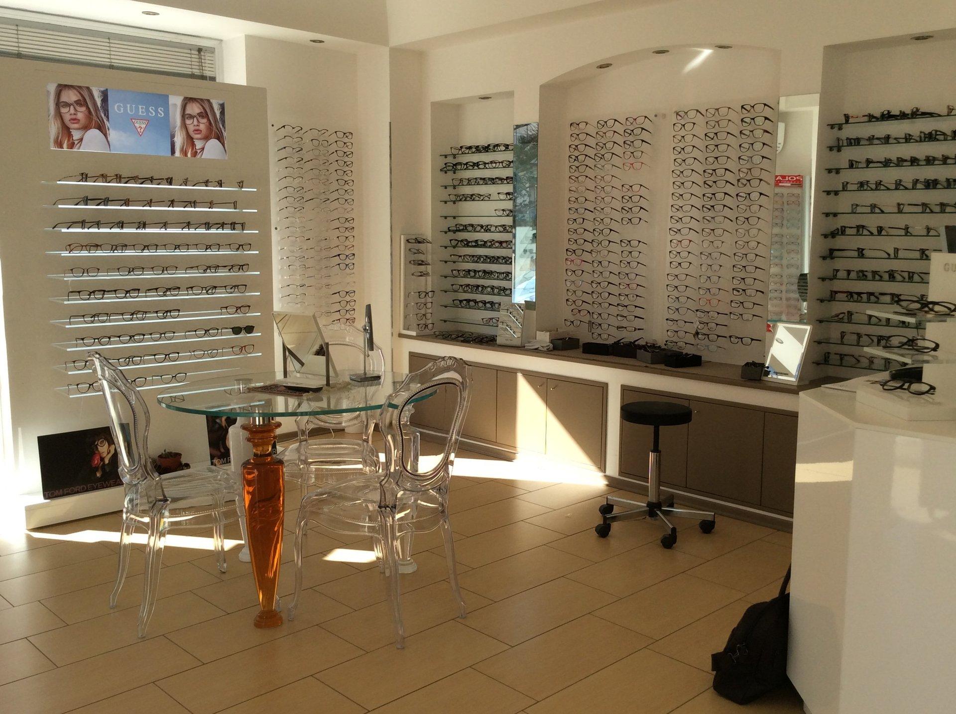 centro ottico, occhiali da vista, controllo della vista