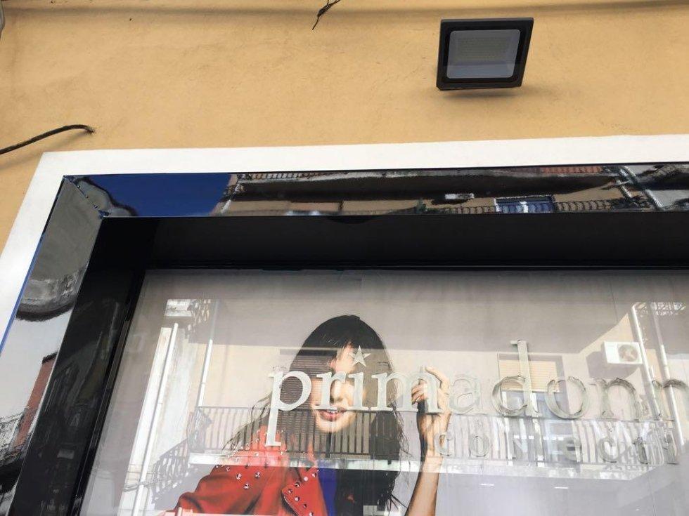Cornici su misura per vetrine negozi