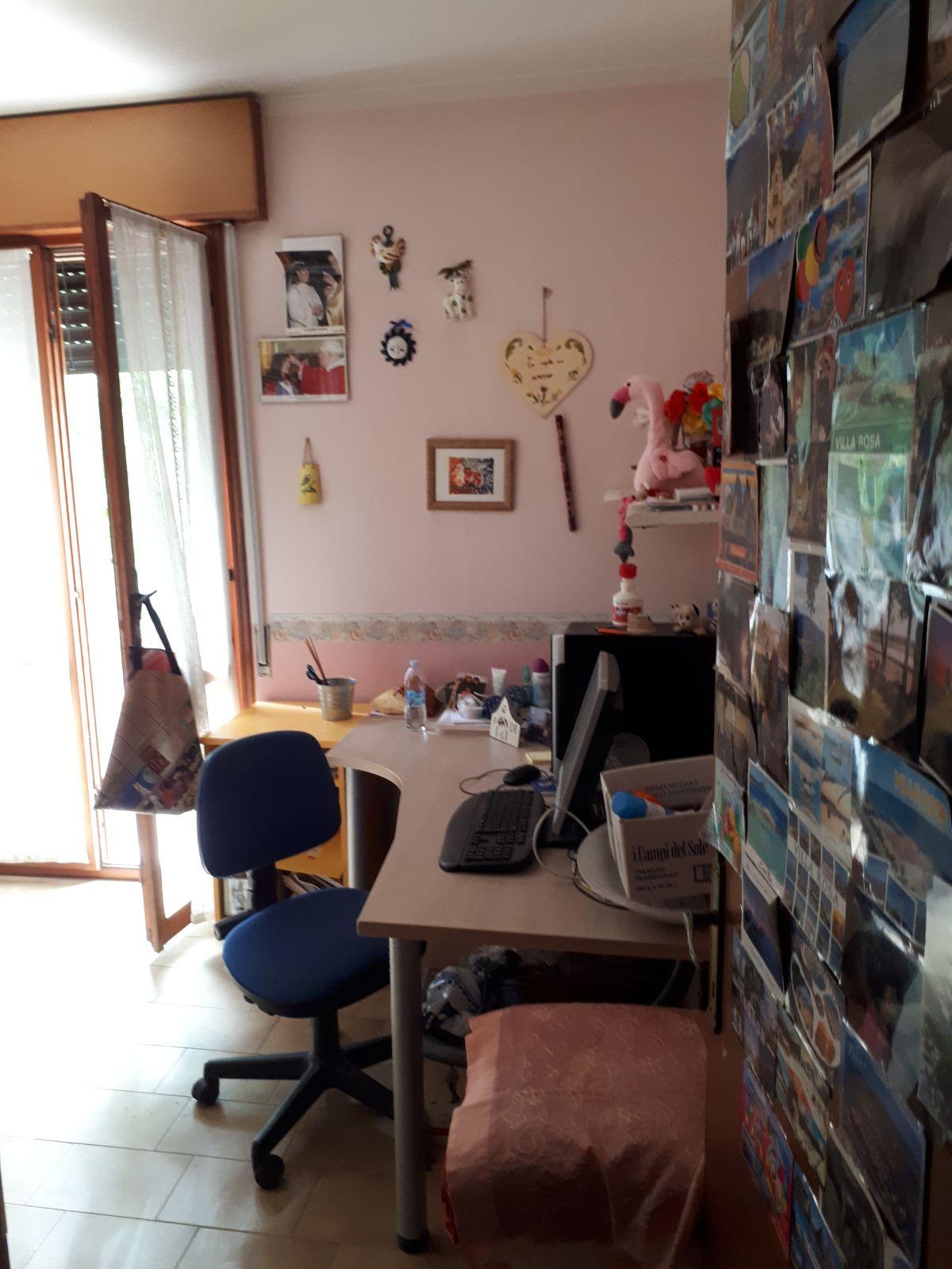 scrivania in camera