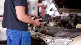 servizio autodiagnosi per veicoli, riparazione climatizzatori, caricamento di climatizzatori