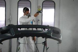 Technician applying auto body paint in Buffalo, NY