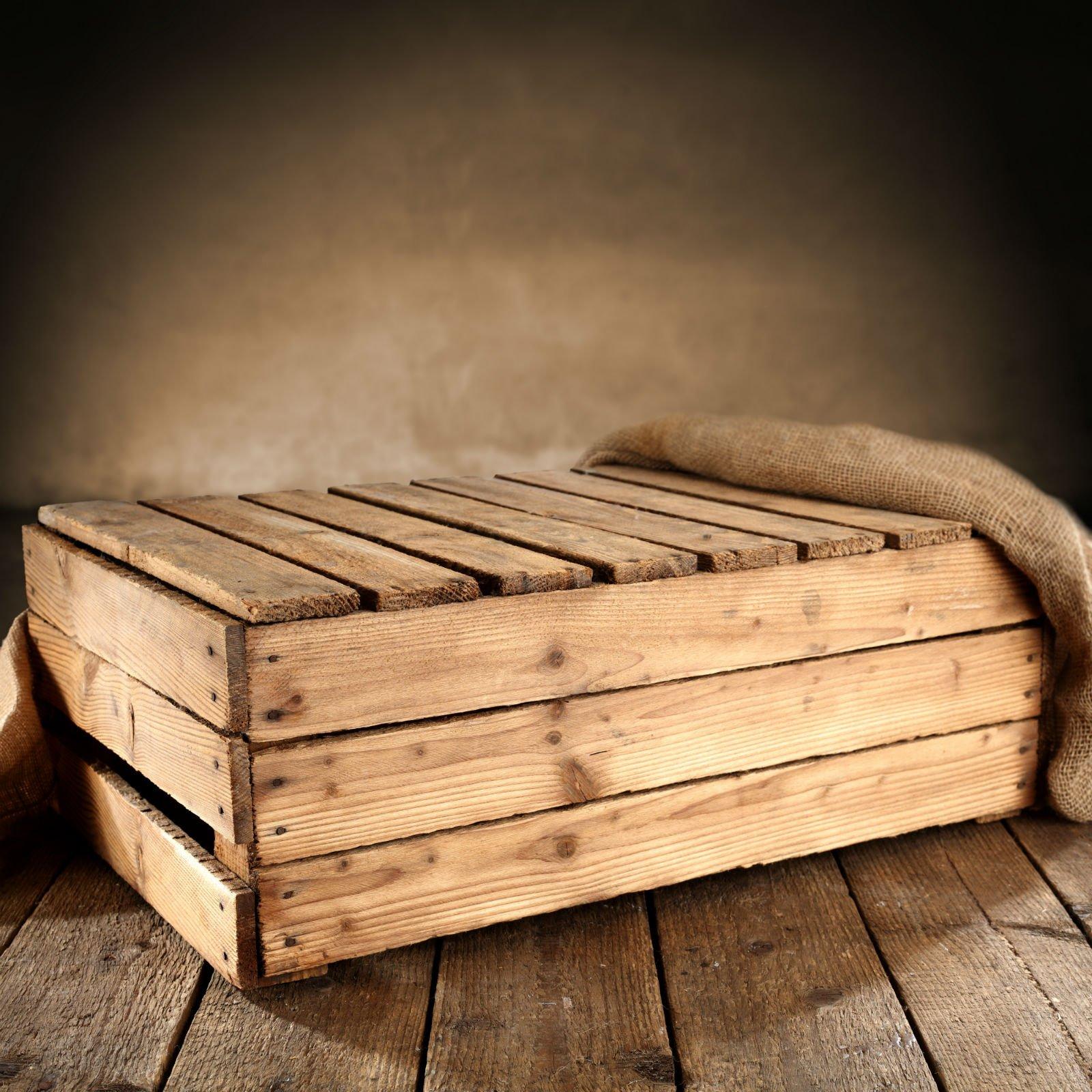 Cassa di legno con coperchio