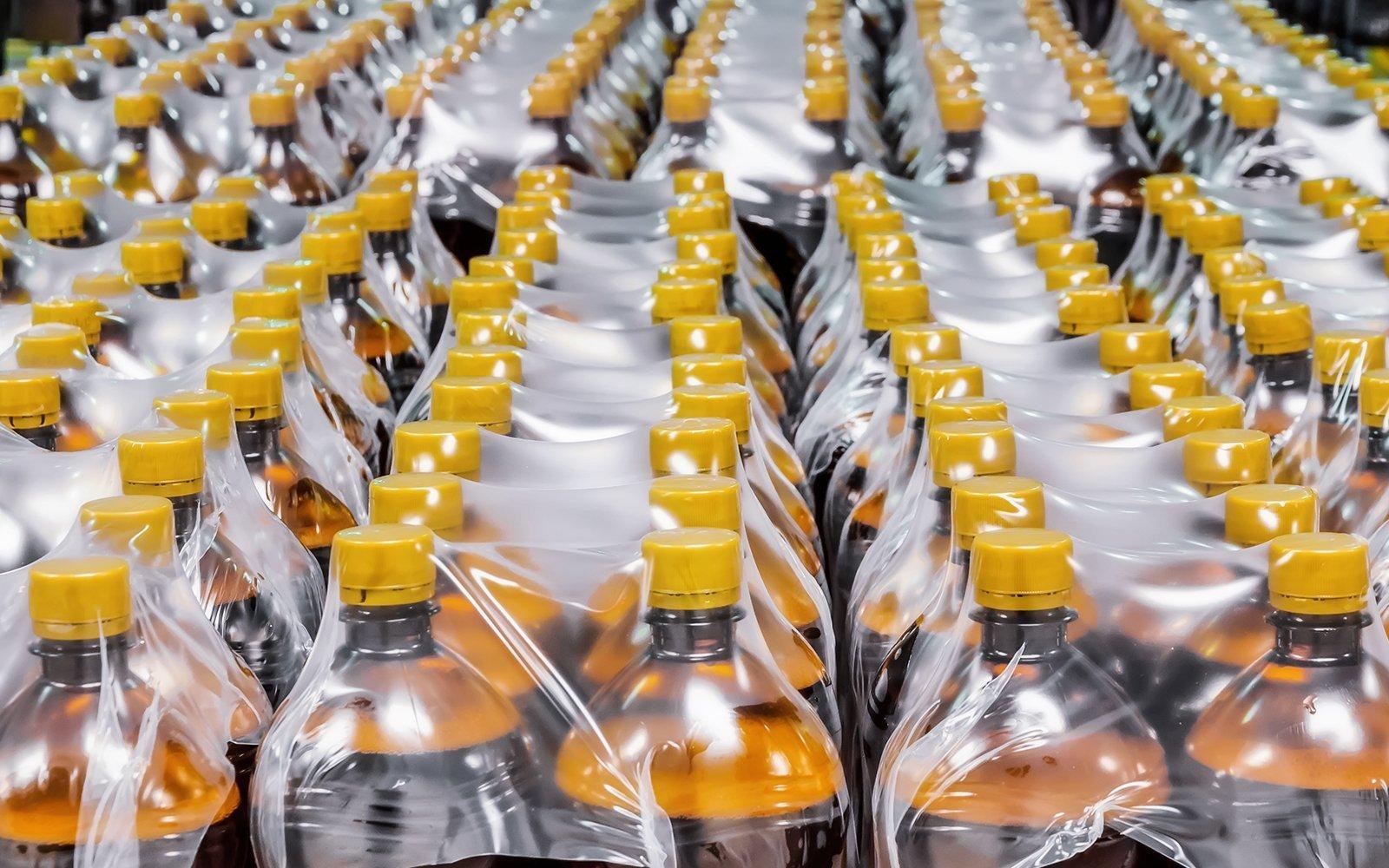 delle bottiglie imballate