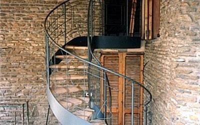 Scale a chiocciola con gradini in legno