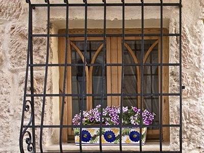 Inferriate per porte e finestre milano eredi di guerrini geom luigi - Grate in ferro battuto per finestre ...